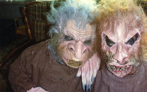 ¡Hijos míos! ¡Menudo disfraz de Halloween teneis! Enseñadselo a mamá