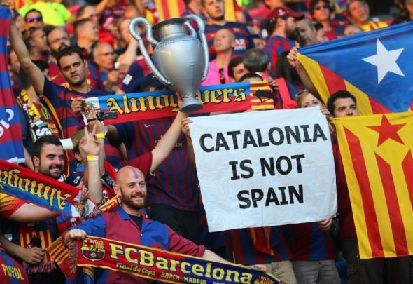 ultras-separatistas-catalanes-de-ANC-y-Prselecciones-Catalanas-en-Berlín-odiando-España